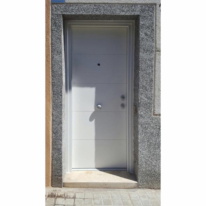 Casas con puertas lacadas en blanco cool pintar o lacar for Como lacar una puerta barnizada