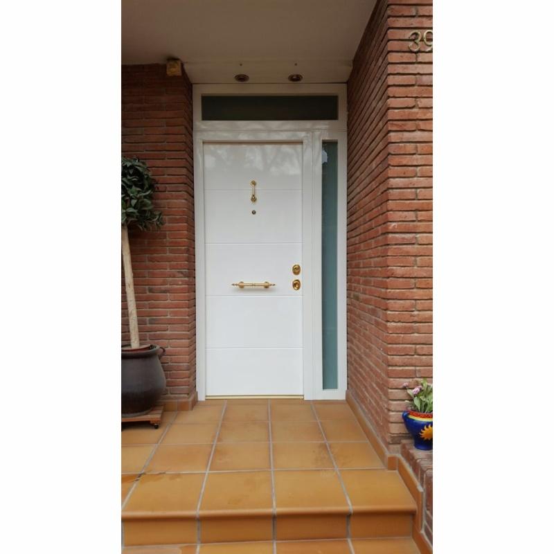 Puertas instaladas casas unifamiliares for Puertas de entrada con cristal
