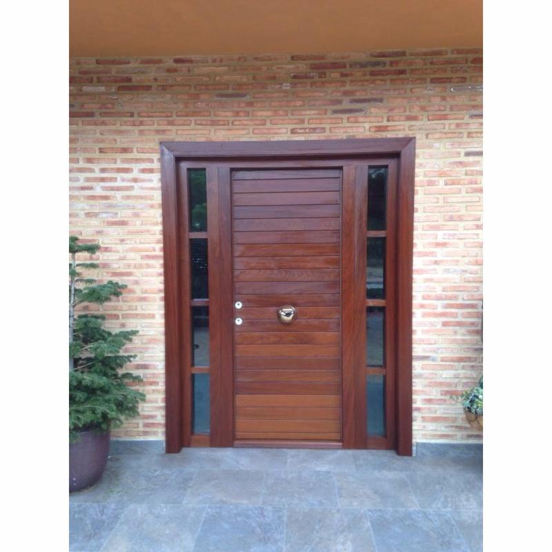 Puertas instaladas en casas de campo for Madera para puertas exteriores